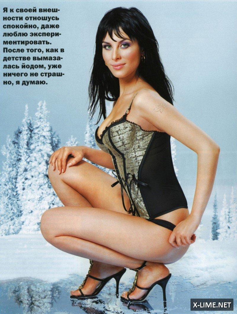 Голая Юлия Беретта в эротической фотосессии XXL